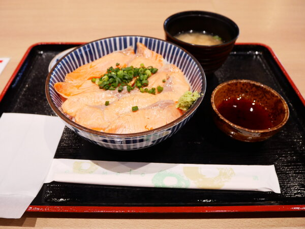 炙りサーモン丼